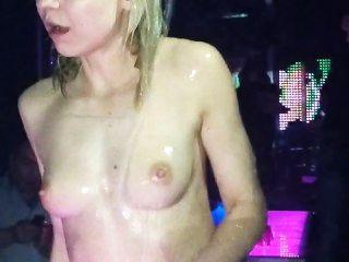 Puta Búlgara Borracha En Una Fiesta
