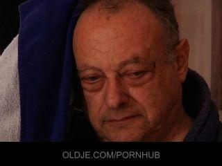 Viejo Hombre Feo Follar Dos Impresionantes Niñas