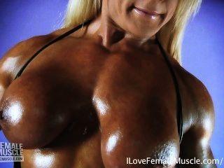 Enorme Hembra Culturista Lisa Cruz Flexionar Sus Músculos