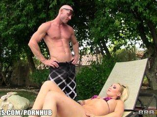 Brazzers Busty Blonde Bombshell Toma Una Gran Polla En Su Culo