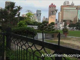 Esperanza Howell Lleva Una Corrida A Sus Gafas En Esta Malasia Vacaciones