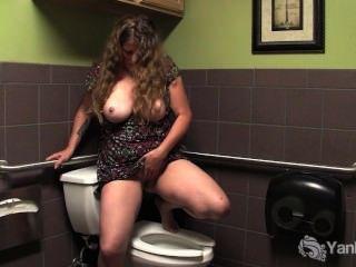 Busty Madura Jane Masturbar Su Twat Peludo