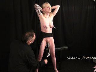 Blonde Amateur Slave Semana Intensa Bdsm Y El Coño Tortura De Tatuado