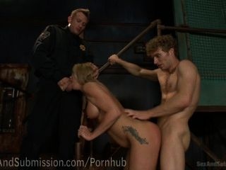 Sexy Milf Follada Por Los Guardias De Seguridad