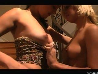 Amigas Lesbianas Sexy Ama A Lamer El Coño Caliente Joven