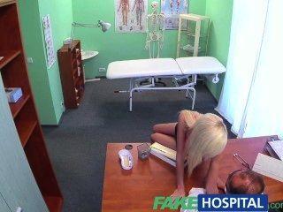 Fakehospital Húmedo Y Salvaje Rubias Apretado Coño Convence Médico