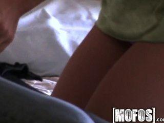 Mofos Caliente Rubia Y Su Novio Hace Una Cinta De Sexo