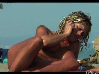 Video De La Playa Del Voyeur Hd Video Spycam Milfs