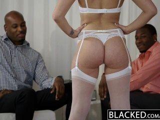Blacked Hermosa Rubia Dakota James Gritos Con 2 Grandes Pollas Negro