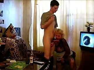 ¡la Abuelita Toma Una Botella Y Una Polla!
