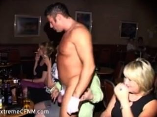Chicas De Fiesta Silvestres Chupar Un Macho Strippers Gallo