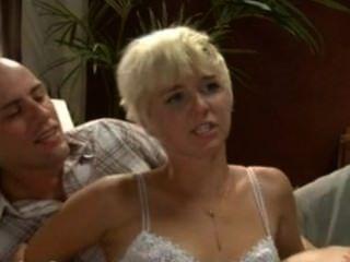 Chica De Al Lado Manipulada Y Sexualmente Dominada Por Pareja Rizada