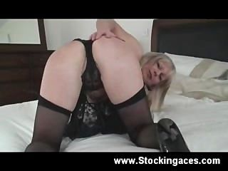Busty Blonde Milf Obtiene Travieso
