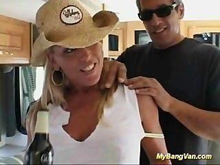 Sexo Duro Cogido En Mi Furgoneta Del Golpe Que Toma Tres Pollas Duras
