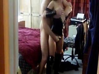 Caliente Esposa Y Esposo Visitando Extraño A Cuckold