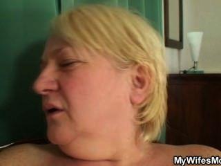 Ella Atrapa A Su Hombre Y Mamá Follando Juntos