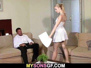 Él Encuentra Su Gf Caliente Con Su Papá