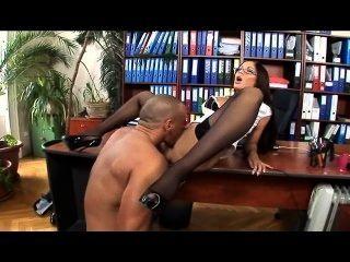 Secretaria Con Gafas Medias Muslo Alto Y Tacones Altos Tiene Sexo En La Oficina