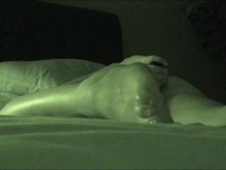 Verdadera Masturbación Oculta Mientras Ve La Visión Nocturna Porno