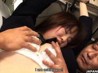 Japonesa Colegiala Yayoi Yoshino Follada En Autobús Uncesnored