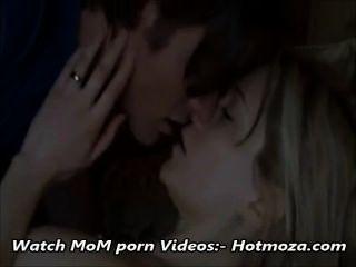 Hijo De Paso Mamá Paso De Mierda, Mientras Que Papá Está Fuera Video Completo En Hotmoza.com