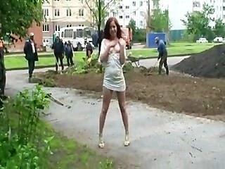 Desnudez Pública: Burlas De La Clase Obrera