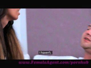 Agente Femenino.afortunado Aficionado Obtiene El Casting De Una Vida