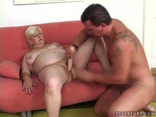 Una Mujer Ronde Con Un Hombre Joven