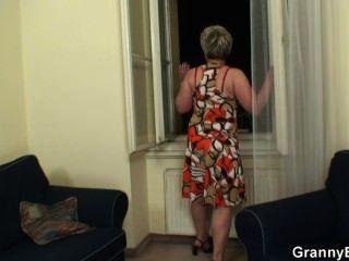 Abuelita Solitaria Obtiene Jodida Por Un Extraño
