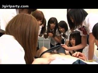 Grupo Japonés De Las Colegialas Cogida En El Aula 02