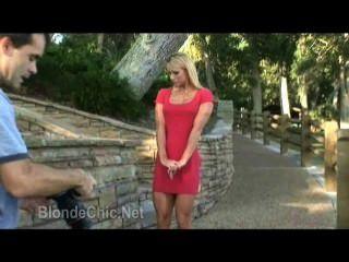 Muchacha Caliente Que Desgasta Rojo Atractivo Dress.wmv