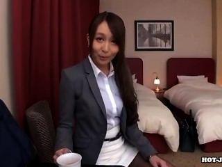 Chicas Japonesas Atacan A La Madre Sexy En La Cama Room.avi