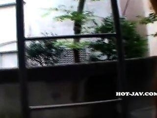 Chicas Japonesas Atacaron Chica De Escuela Sexy En Park.avi