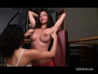 De Rodillas Cosquillas Topless