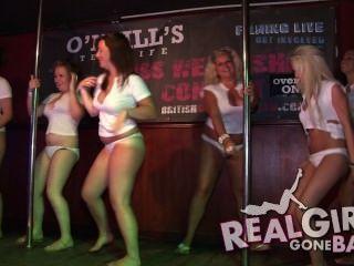 Striptease Sexy De Las Muchachas Desnudo En Etapa Y Una Mamada Muy Picante Backstage