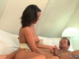 Busty Madura Masturba Y Folla Duro Pene