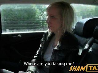 Ella No Podía Pagar El Taxi Pero Estaba De Acuerdo En Chupar La Polla De Los Conductores!