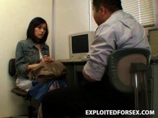 Espía Adolescente Atrapado Robando Chantajeado