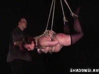 Esclavitud De Suspensión Y Aguja Bdsm De Chica Esclava De Grasa En La Cuerda De Suspensión Estricta