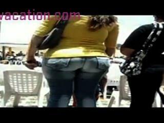 Cam Escondida Sigue Alrededor De Un Culo Gordo En Jeans Ajustados