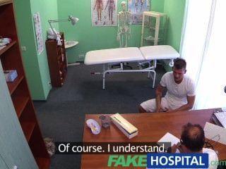 Novio Fakehospital Folla A Su Novia Mientras El Médico Da Consejos