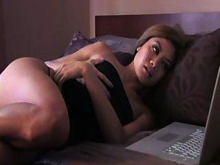 Jayd Encantadora Viendo Porno Y Se Masturba