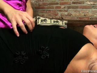 Madura Sasha Cosquillas En Pantimedias
