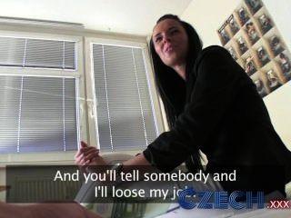 Czech Impresionante Morena Agente De Bienes Succiona Y Folla En Apartamento
