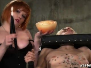 Redhead Lesbian Mistress Da Blonde Hot Cera Tratamiento