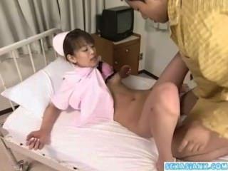 Asiática Enfermera Recibiendo Su Coño Lamido Y Follada Por Un Paciente En El Hospital