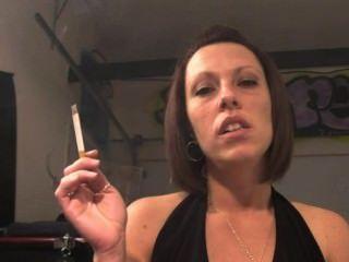 ¡el Fetiche Que Fuma Es Una Manera De Vida Para La Fumadora Femenina En Todo El Mundo !!