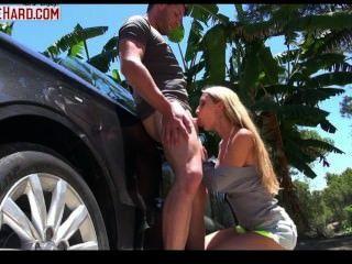 Mujer Benzin Alle Immer Beginnt Im Eine Auto Fahrt