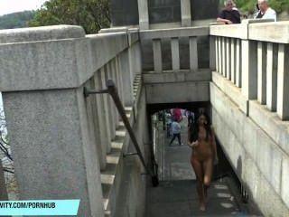 Martina Adolescente Delgado Muestra Su Cuerpo Sexy En Público