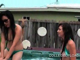 Adolescentes Desnudos Teniendo Sexo Lesbiano En La Piscina